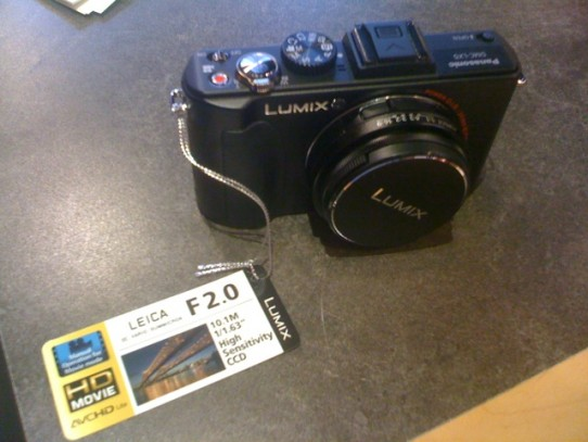 Wanted compact camera that's OK in low light, chose Panasonic LX5 over Canon ...